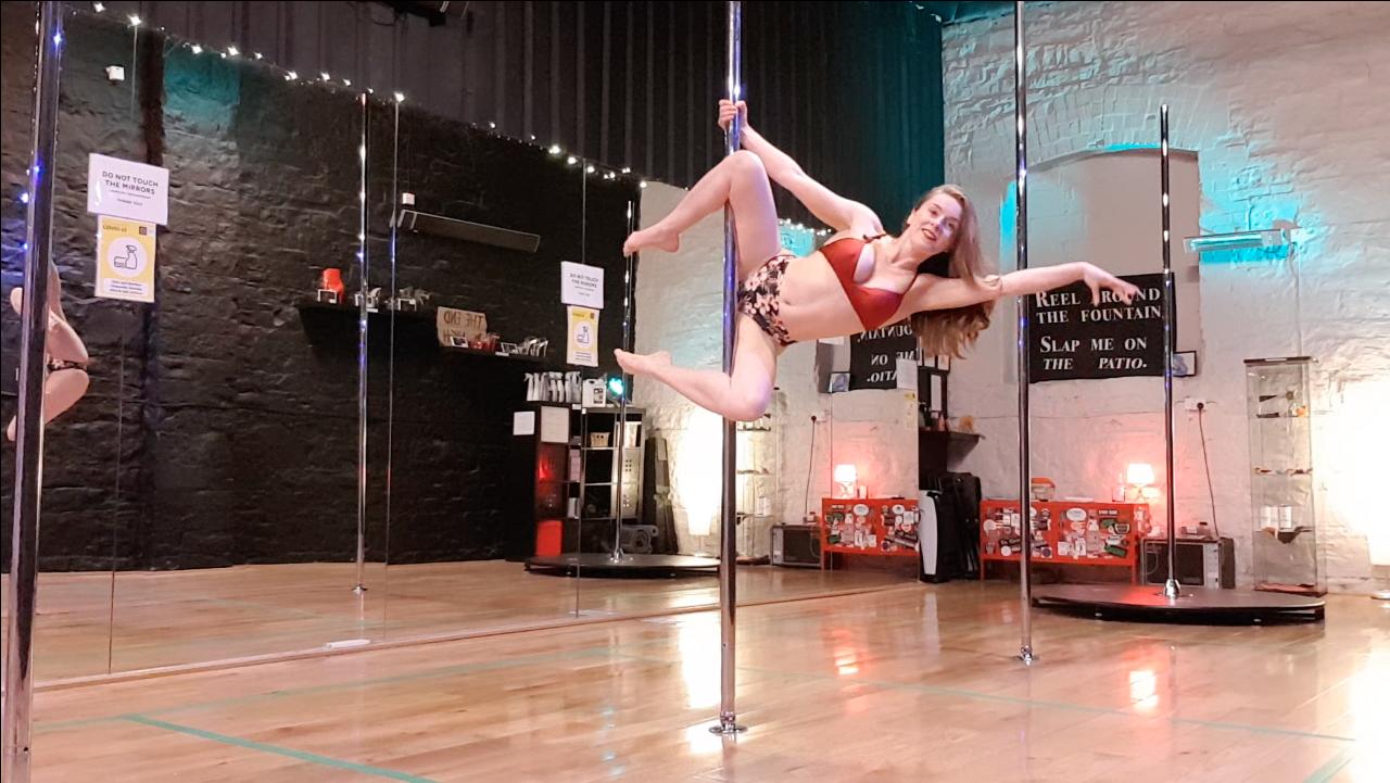 arlene demonstrating genie pole trick