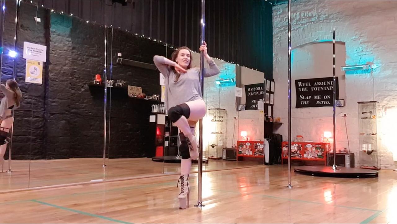 Arlene demonstrating beginner pole dance choreography may 2021